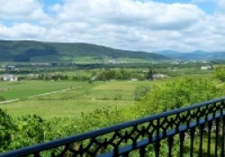 Casa-Rural-Pedronea-vistas-desde-terraza-superior-200x140.jpg