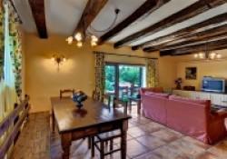 Casa-Rural-Pedronea-Salon-comedor-02-200x140.jpg